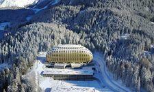 """Idyllisch: Das """"goldene Ei"""" liegt inmitten der Schweizer Bergwelt unweit von Davos"""