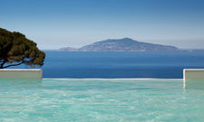 Ort zum Träumen: Der Infinity-Pool mit Blick aufs offene Meer