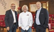 Sind jetzt Partner:(von links) Modehaus-Geschäftsführer Karl-Otto Lang, Sternekoch Bernhard Reiser und Modehaus-Geschäftsführer Klaus Borst