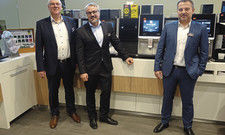 Standen der Fachpresse Rede und Antwort: (von links) Chief Technology Officer Bernd Buchholz, Chief Marketing Officer Marco Gottschalk und Christian Schmitt, Country Manager bei Melitta Professional.