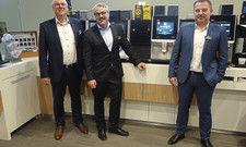 Standen der Fachpresse Rede und Antwort: (von links) Chief Technology Officer Bernd Buchholz, Chief Marketing Officer Marco Gottschalk und Christian Schmitt, Country Manager bei Melitta Professional.