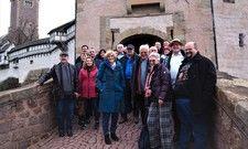 Gelungenes Treffen: Einige Mitglieder der gut-Gruppe gemeinsam vor der Wartburg in Eisenach