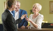 Schlüsselerlebnis: Bei Check-in und Check-out schaffen Hoteliers die Grundlage für einen gelungenen Aufenthalt der Gäste.