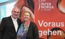Sie klopfen die Trends ab: Bernd Aufderheide, Vorsitzender der Geschäftsführung Hamburg Messe und Congress GmbH mit Karin Tischer, Food-Trendforscherin und Inhaberin von food & more