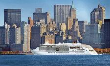 Mit New-York-Skyline: Die MS Europa 2 ist eines der beiden Luxusschiffe von Hapag-Lloyd Cruises.
