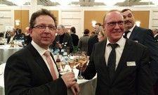 Auf ein gutes Neues: Der Stuttgarter Dehoga-Kreisvorsitzende Markus Hofherr (links) mit Finanzbürgermeister Thomas Fuhrmann