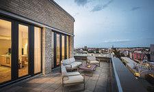 Highlight Me-So Suite: Das Zimmer bietet eine große Dachterrasse mit Ausblick.