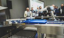 Arbeitserleichterung: Der Robotik-Arm füllt und entlädt eine Spülmaschine
