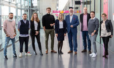 Die Teilnehmer: (von links) Marco Akuzun, James Ardinast, Brit locke, Alexander Scharf, Mirjam Felisoni, Götz Braake, Christoph Aichele, Philip Reise, Bettina von Massenbach