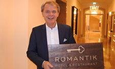 Stolz: Romantik-Vorstand Thomas Edelkamp präsentiert den Auftritt der Marke
