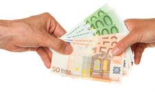 Vom Arbeitgeber berechnet und ausgezahlt: Das Kurzarbeitergeld beträgt 60 oder 67 Prozent der Nettolohn-Differenz.
