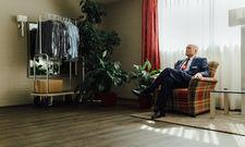 """Das Fotoprojekt """"Closed"""" zeigt Direktor Frank Koch allein beim Rundgang durch das geschlossene Best Western Hotel Darmstadt"""