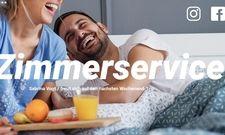 """Kreativ: """"Ich freu mich auf ... Zimmerservice"""" ist eines der Motive der Kampagne. Weitere Motive drehen sich etwa um Flug- und Busreisen und um Urlaub in beliebten Auslandszielen wie Italien und Frankreich"""