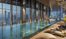 So sieht es im Regent Pudong Shanghai aus: Hier der Indoor-Infinity-Pool