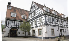 Stattlicher Fachwerkbau: Die Betreiberfamilie des Bad Hotels hofft, das Haus weiterführen zu können.