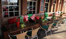 Leere Stühle: Ab 22. März musste die Gastronomie geschlossen bleiben