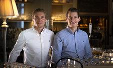 Vincent (links) und Malte Ahrmann vom Hotel Gut Altona: Das Team hält zusammen