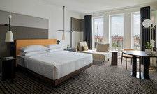 Sachlicher Look: Superior-Zimmer im Marriott Berlin