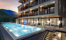 Schwimmen mit Aussicht: Der Outdoor-Pool hat eine Länge von 20 Metern