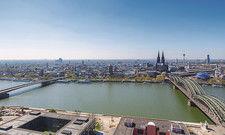 Blick auf die Domstadt: In Köln galt zeitweise sogar ein generelles Beherbergungsverbot für die Hotels.