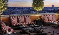 Beeindruckend: Die Hotel-Terrasse bietet einen Ausblick über die Skyline Roms