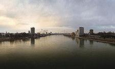 Mannheim vom Rhein aus gesehen: Gestiegene Hotelkapazitäten drücken auf die Erlöse.