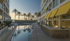 Mit Bar: Das sogenannte WET Deck im W Hotel Ibiza