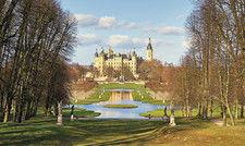 Das Schweriner Schloss: Unter den fünf ostdeutschen Bundesländern weist Mecklenburg-Vorpommern die geringsten Einbußen auf.