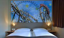 Wandpaneel mit Achterbahn: Zimmer im B&B Hotel Rust