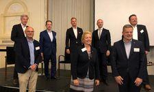 Speaker und Teilnehmer hielten sich an die Abstandsregelungen: Gabriele Maessen von der Cornell Hotel Society (Mitte), berichtet von einem gelungenen Event mit Top-Köpfen aus der deutschen Hospitality-Industrie