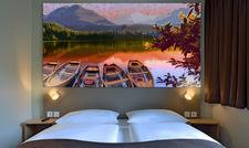 Blick aufs Wasser: Das Wandpaneel im neuen B&B Hotel in Kempten