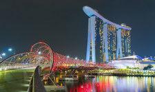 Skyline von Singapur: Der asiatische Stadtstaat dürfte zwar künftig wieder bereist werden, sperrt aber selbst noch Touristen aus