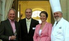 Die Gastgeber: Hans Müller (links) mit den beiden Monrepos-Geschäftsführern Edwin Nimis (Zweiter von links) und Harald Neises (rechts) sowie deren Assistentin der Geschäftsführung, Regina Feierabend