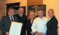 Neue Gourmet-Residenz bei L'Art de Vivre: (von links) Präsident Klaus Sieker, die Gastgeber Klaus Schurr mit Frau Karin und Rolf Straubinger mit Frau Heike