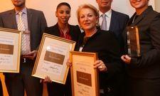 Preisvergabe: (von links) (von links) Michael Burmeister, Douha Mzoughi, HMG-Inhaberin Nina Blodinger, HMG-Geschäftsführer Hartmut Schröder und Ines Karg