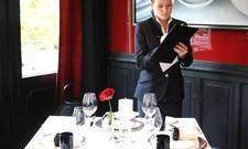 Volle Konzentration: Die Siegerin von 2012, Lisa Eckardt, bei der Aufgabe Fehlertisch 'Art de Vivre