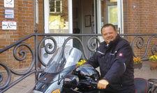 """Los geht's: Hotelier Andreas Tedsen fährt selbst Motorrad. Seinen """"Bike & Relax""""-Gästen kann er gute Routentipps geben"""