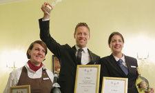 Die besten Drei: Ihr Gastgeber-Talent unter Beweis stellten (von links) die zweitplatzierte Jenny Kunaschk (Arosa Travemünde), Sieger Simon Oberhofer (Hotel Castel, Meran) und die Dritte Denise Hänscheid (Arosa List/Sylt)