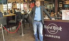 Er rockt die Landungsbrücken: Georg Jozwiak in seinem Hard Rock Café