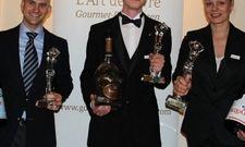 Die Preisträger (von links): Nicolas Schmidt (3. Platz), Michael Heine (Mitte, 1. Platz) und Gina Cathrin Duesmann (2. Platz)