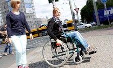 Inklusion im Selbsttest: Per Rollstuhl über den Albertplatz in Dresden