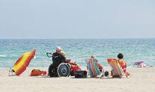 Gemeinsamer Strandurlaub: Auch Hotels und Restaurants sollten darauf achten, dass keiner ausgeschlossen wird