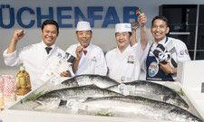 Deutsche Sushi-Elite: (von links) Sieger Mongkol Patprom, die Sushi-Großmeister Hirotoshi Ogawa und Takashi Okumura (Jury) sowie der Drittplatzierte Bijaya Gurung